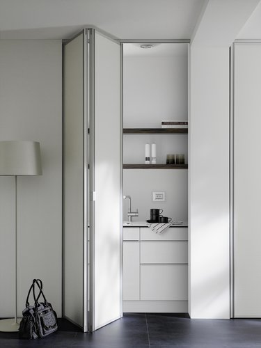 Built-in closet, Folding doors, Niche